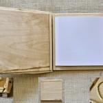 zošit s dreveným obalom a srdiečkom